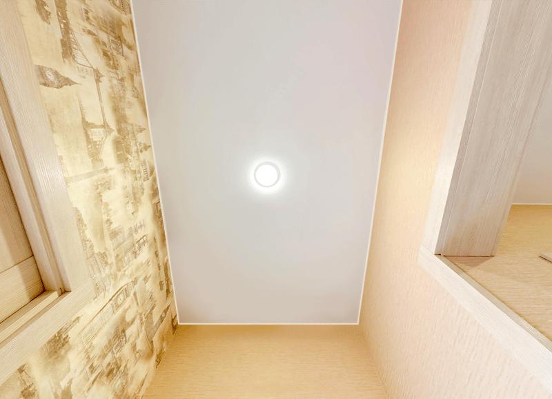 Дизайн натяжного потолка в коридоре